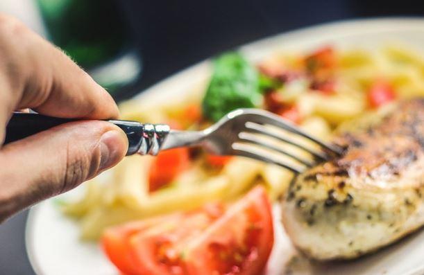 ¿Cómo se dice Comer en inglés? Respuesta: Eat
